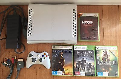XBOX 360 Console + Wireless Controller + Cords / Cables + 4 great games incl Hal