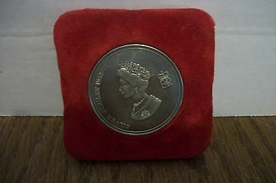 Solid nickel silver commemorative medallion Windsor Castle w/ box