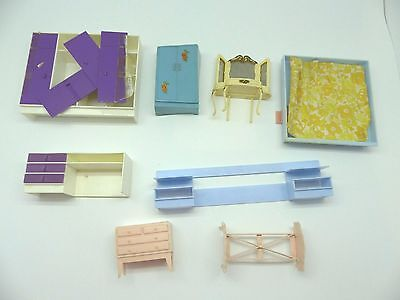Vintage Dolls house Bedroom furniture plastic and in varying condition