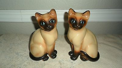"""2 Vintage Napcoware Napco 6 7/8"""" Siamese Cat Figurines Blue Eyes With Tags # 320"""