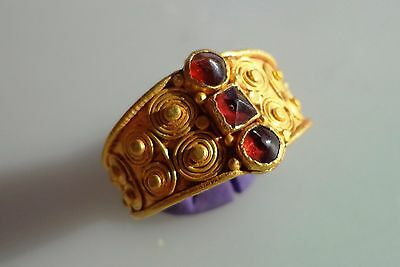 ROMAN GOLD RING WITH THREE RED STONES.Circa 2nd-4th C.AD