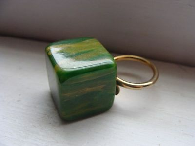 Vintage Chunky Cube Spinach Green Marbled Bakelite Adjustable Ring
