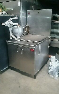 Donut fryer w/ oil pump, Complete with 2 racks, s/s screes, glaser, maple table.