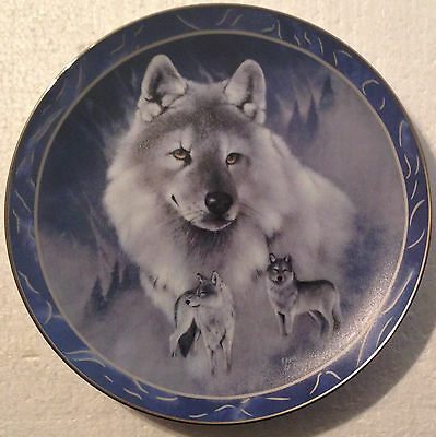 COLLECTABLE WOLF PLATE 9 INCHES - SILVER SCOUT by EDDIE LEPAGE- BRADEX