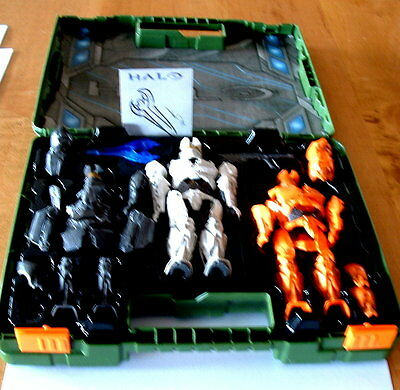 Halo United Nations Space Command UNCS case and three figures plus sketch card