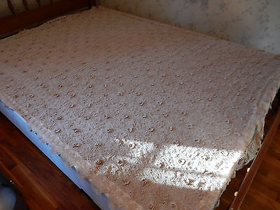 Beautiful Delicate Antique HAND CROCHETED ROSE TABLECLOTH Off-White 84 x 66 in.
