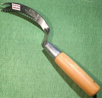 "Garden Works ""ANGLE WEEDER"" SERRATED SICKLE for Right Hands- New"