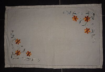 """VINTAGE embroidered floral tray small cloth 16"""" x 11"""" 41 x 28 cm (VC68)"""