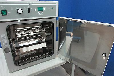 Agilent G2545A laboratory oven very nice condition