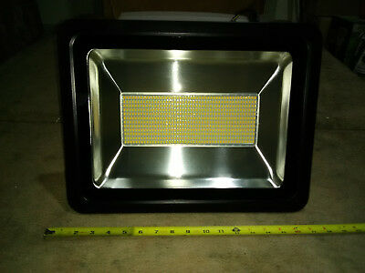 300 Watt LED Floodlight Intense Parking ARENA Commercial Proven Reliability USA