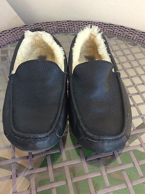 UGG Australia Moccasin slippers5379  Black Leather Size 11