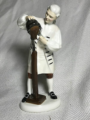 Royal Doulton Figurine Hn2239 2239 Wigmaker Of Williamsburg