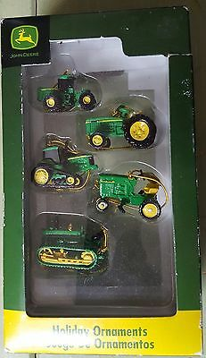Collectable - ( 5 ) Five Piece John Deere Christmas Ornament Gift Set