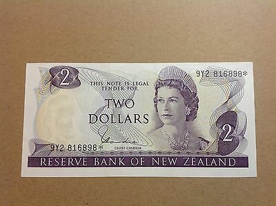 New Zealand Replacement Star Banknote $2 Hardie Type 1 9Y2 816898* - UNC
