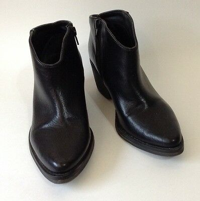 Forever 21 Women's Black Faux Leather Boots Shiny Size 6 Zipper