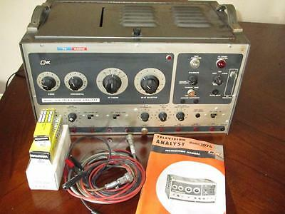 Vintage B&K 1076 Television Analyst w/ Manuals & Test Leads for Parts or Repair