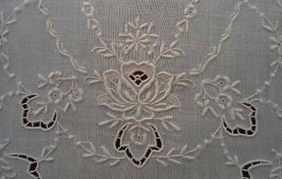 Vintage Set Linen Placemats Honeycomb Lace Embroidered Rose Swags Cutwork