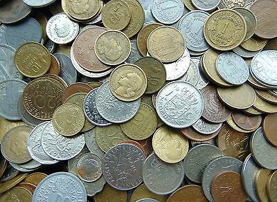 1 kilo, bulk lot of mixed world & british coins at least 2 silver coins inc.