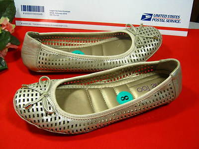 Womens Me Too Leather Flat Shoes Size 8 M Comfort