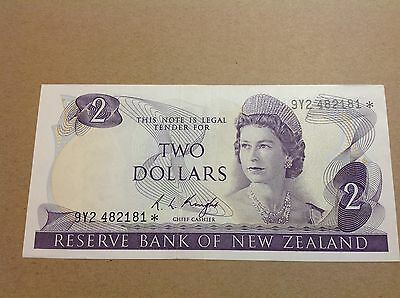 New Zealand Replacement Star Banknote's $2 Knight 9Y2 482181* - EF grade.