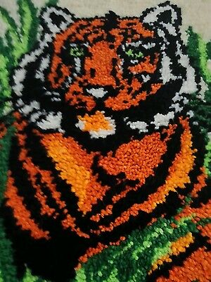 """VTG COMPLETED JUNGLE BENGAL TIGER LATCH HOOK RUG 25 x 20"""" Finished WALL HANGING"""