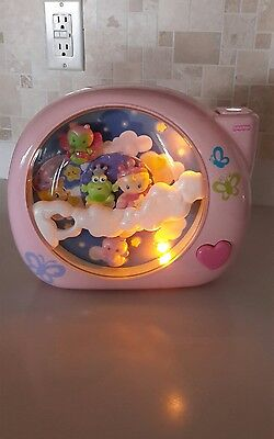 Fisher Price Perfectly Pink Dreamland Music Crib Soother Light, 2007 Mattel, Inc