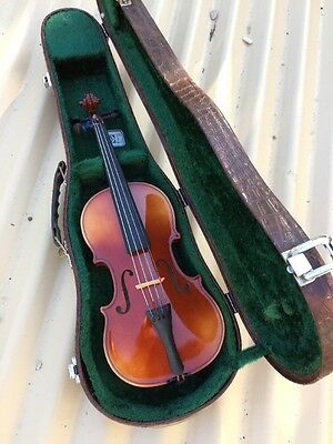 Handcrafted 1/4 violin Czechoslovakia bow and case New Old Stock Cremona