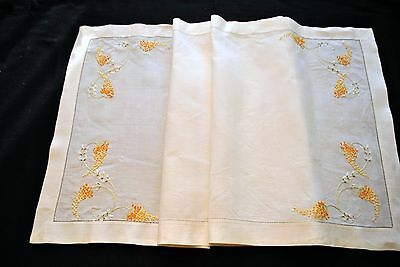 Beautiful Cream HAND EMBROIDERED TABLE RUNNER PLACE MATS CENTERPIECE CLOTH SET