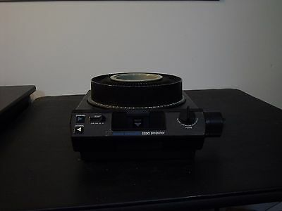 KODAK 5200 CAROUSEL SLIDE PROJECTOR , Include Remote and Tray