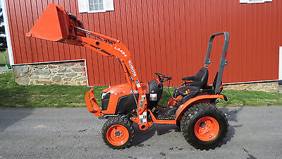 BARELY USED 2015 Kubota B2601 4x4 COMPACT TRACTOR W/ LOADER HYDRO ONLY 7 HOURS!!