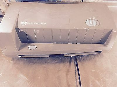 GBC Electric 2 to 3 Hole Punch 24 Sheets Adjustable, 3230 Tested and working