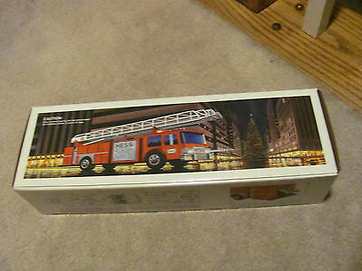 RARE  Vintage 1986 Hess Toy Fire truck Bank in original box