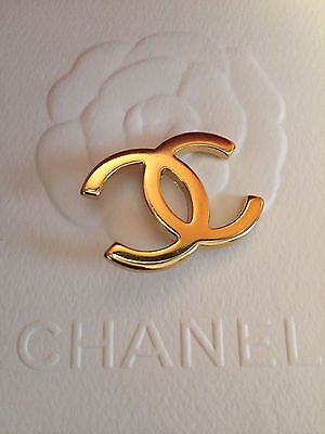 (1) One Chanel Gold CC Hanger Logo Button Charm - Metal - 1 1/4 Inches - New