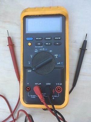 Fluke 87 True RMS Multimeter With Leads and Protective Shell