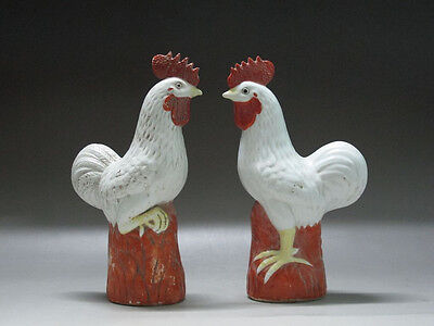 China Red yellow white porcelain Hand-carved two chickens Realistic shape Statue