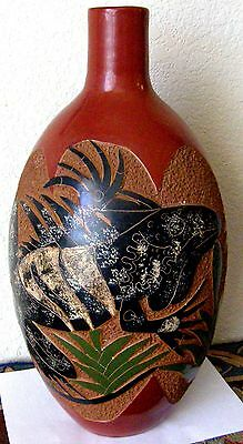 Vintage Large Terra-Cotta Vase Bas-Relief Iguana's Folk Art At Its Best Must See