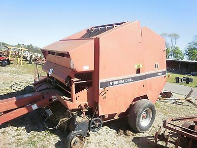 International 3650 Round Hay baler