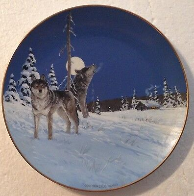 Collectable Wolf Plate -On The Edge By Jon Van Zyle - Artic Majesty Collection