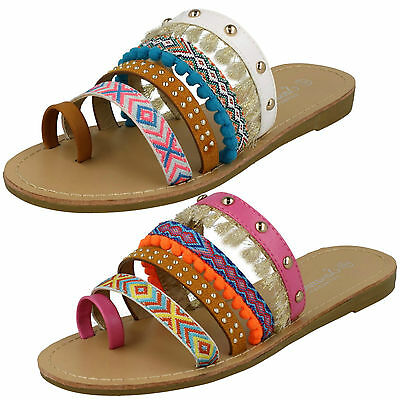 WHOLESALE Ladies Flat Strappy Sandals / Sizes 3x8 / 18 Pairs / F00055