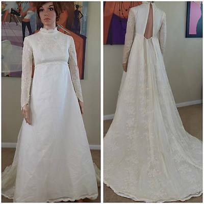 Beautiful vintage 70s ivory wedding dress wedding gown with train