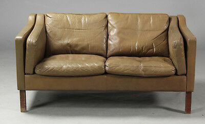 VINTAGE RETRO DANISH BORGE MOGENSEN STYLE 2 SEATER OLIVE LEATHER  SOFA 1970s