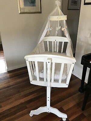 Baby rocking cradle with mattress