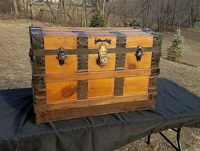 Antique Flat Top Steamer Trunk With Tray !!!!
