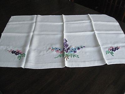 Lovely vintage/retro hand embroidered  table cloth  (146)
