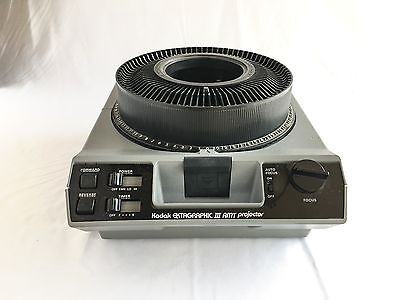 Kodak Ektagraphic III AMT 35mm Carousel Slide Projector 100-200mm Lens Remote