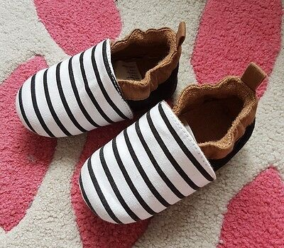H&M baby shoes size UK 1.5-2.5 or EU 18-19
