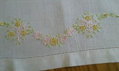 "VINTAGE LINEN TEA TOWEL ~ HAND EMBROIDERED PASTEL FLORAL ~ 17""x26"""