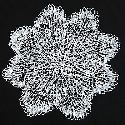 "WHITE HAND CROCHETED LARGE DOILEY / DOILY / DOILIE TABLE CENTRE 19"" 48cm"
