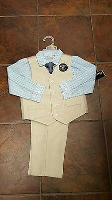 Boys 4 piece suit with tie new with tags size 5T