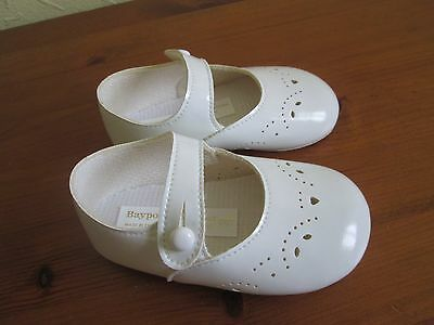 Baby girls white shoes size 3 . brand new in box .( BAYPODS )